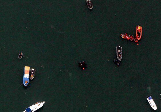 Penyelam Polri Temukan Bagian Tubuh dan Serpihan Pesawat Sriwijaya Air SJ 182