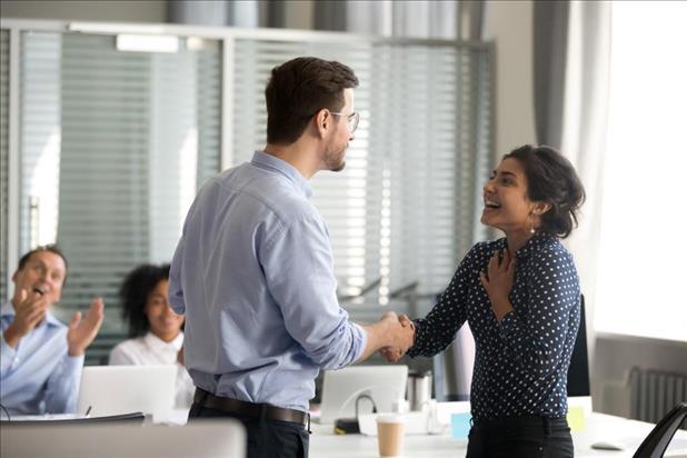 Ingin Meningkatkan Kinerja Karyawan? 4 Jenis Reward yang Pantas ini Bisa Jadi Pilihan!